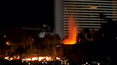 las vegas boulevard : Las Vegas, USA-November 07,2017: The Erupting Volcano Show Near The Mirage Hotel