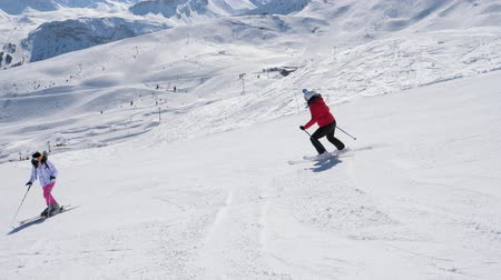 ameaça : Skier Skiing Down The Hill And Swears At Another Who Is On The Mountain Slope
