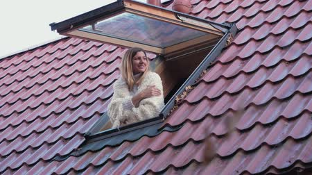 lélegzet : Happy Smiling Woman Opens Window And Peeks Outside Enjoying The Morning Stock mozgókép