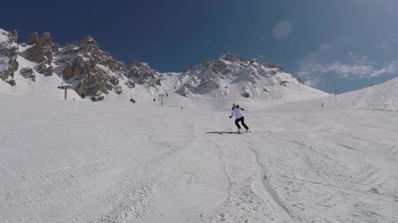 soğuk : Active Mature Skier Skiing Down From The Mountain Slopes In Winter On Alpine Ski Stok Video