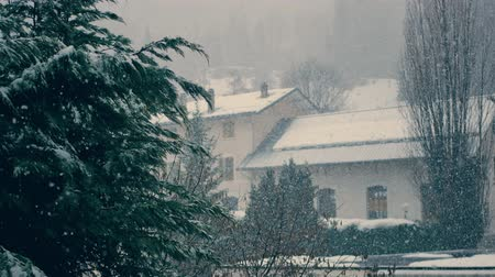 faház : Heavy Snowfall In The City In Winter