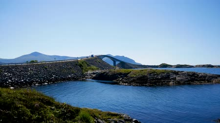 norueguês : Cars Drive To Storseisundet Bridge In Atlantic Road Norway