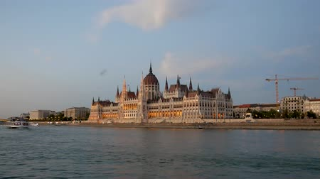 gotik : View From The Danube River To Parliament In Budapest In The Evening Illuminated Stok Video