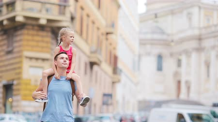 távozás : Family in Europe. Happy father and little adorable girl in Rome during summer italian vacation