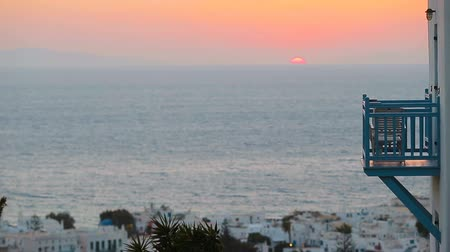 Киклады : Beautiful colorful sunset of amazing greek town Mykonos