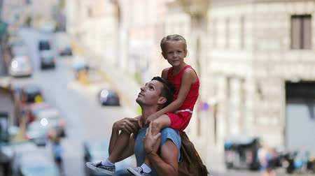 rzym : Family in Europe. Happy father and little adorable girl in Rome during summer italian vacation