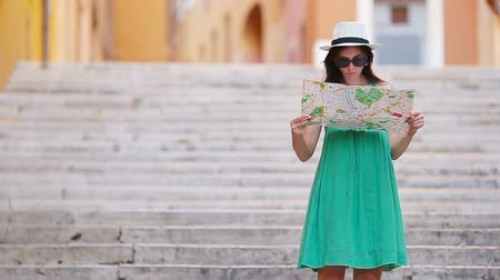triton : Beautiful woman looking at touristic citymap in Rome, Italy. Happy girl enjoy italian vacation holiday in Europe. Stock Footage
