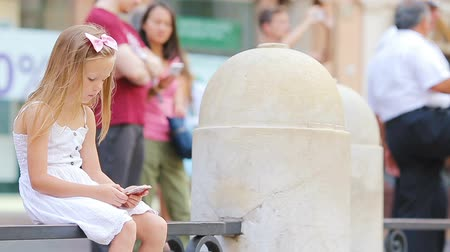 fontain : Adorable little girl with smartphone outdoors in european city near famous Fontana di Trevi Stock Footage