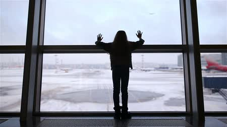 pasaport : Little girl in airport near big window while wait for boarding