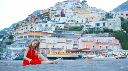 costiera amalfitana : Adorable little girl on warm and sunny summer day in Positano town in Italy