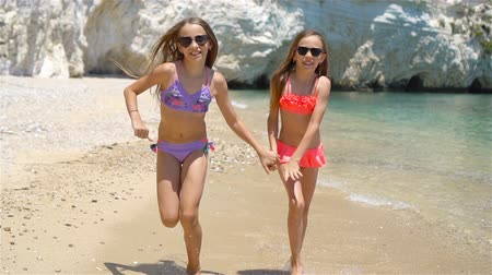 két : Little girls having fun at tropical beach during summer vacation
