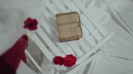 сюрприз : box with surprise and roses