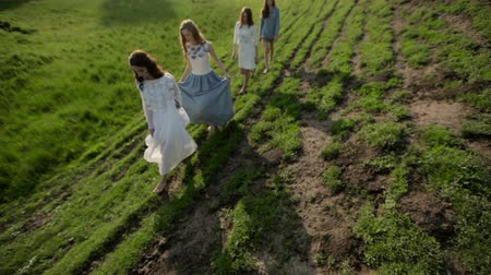 ágak : Girls in the field