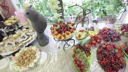 tablo : Buffet table in a cozy restaurant with cakes and fruit. Stok Video