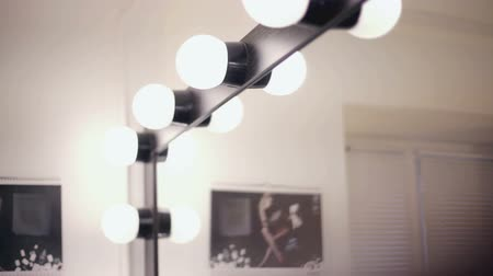 косметика : lighting lamps for beauty and makeup salon. Стоковые видеозаписи