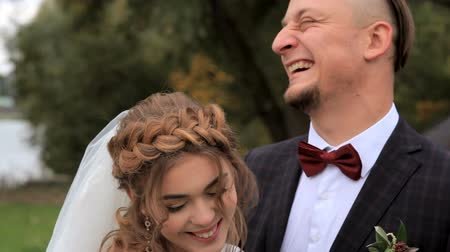 öykü : Portrait of newlywed couple in love in park Stok Video
