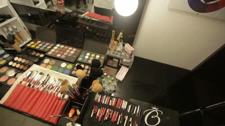 változatos : Professional cosmetics in the salon of a make-up artist. Luxurious make-up cosmetics Stock mozgókép