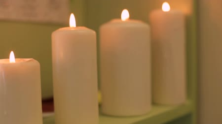 luz de velas : burning candles in the spa salon