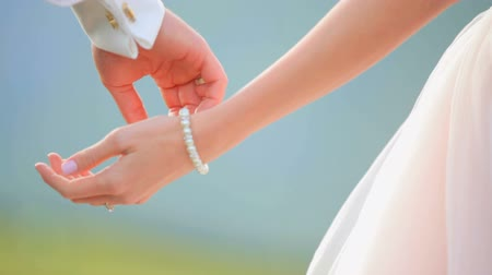 bracciale : Newlywed couple holding hands