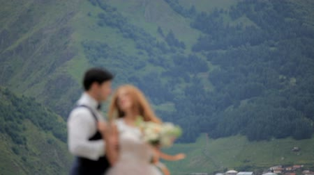 kościół : Wedding day. Groom and bride against the background of mountains