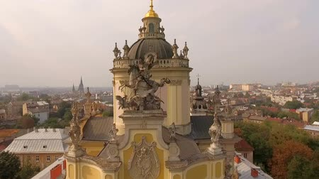 liturgia : Vista aérea de St. Georges Cathedral Lviv Ucrania. Archivo de Video