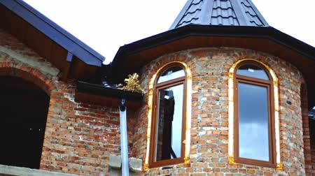 турель : New cottage two-storey house.