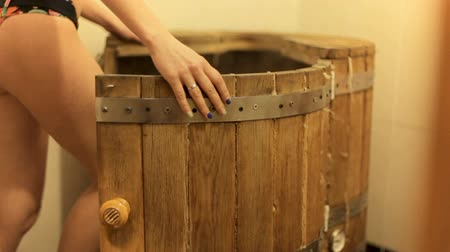 по уходу за кожей : Beautiful girl goes into a cedar barrel Стоковые видеозаписи