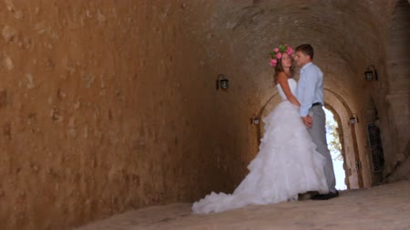 nişanlısı : Wedding couple in the old castle in wedding day