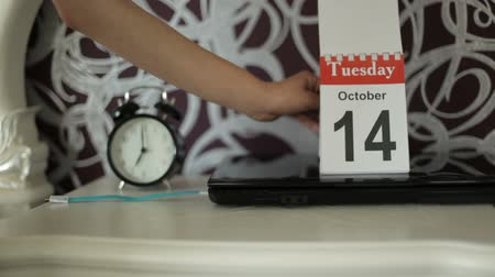tarcza zegara : change of calendar numbers, 13 October, Monday. Ended Monday-heavy day 13-unfortunate number