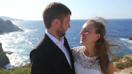 жених : Happy Bride and groom on the seashore on their wedding day. The concept of a happy family life