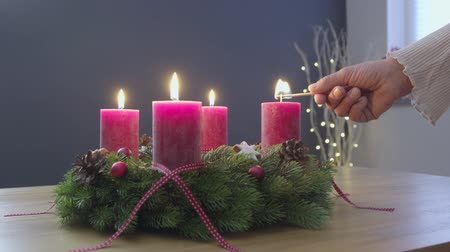 três quarto comprimento : Lighting the candles of advent wreath - sequence - ProRes Vídeos