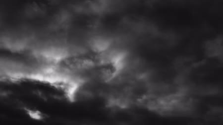 tek renkli : Eerie fast moving clouds, backlit by the low full moon - ProRes