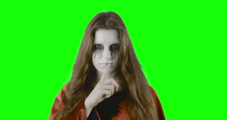 zombi : Hush-hush! - Teenage girl who is dressed up and made up, eg for Halloween, a costume party or carnival - green screen - ProRes Stok Video