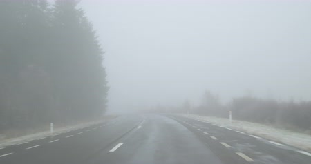 Driving on a country road on a foggy winter day - POV shot - hand held camera - ProRes Vídeos