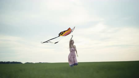 uçurtma : girl running around with a kite on the field. Freedom concept. Stok Video
