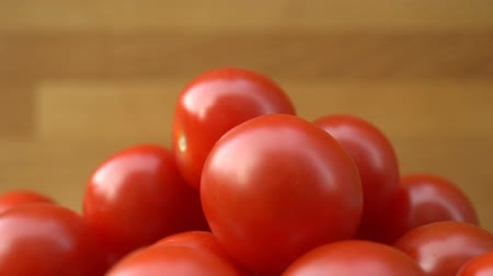 tomates cereja : red cherry tomatoes rotating on a plate.