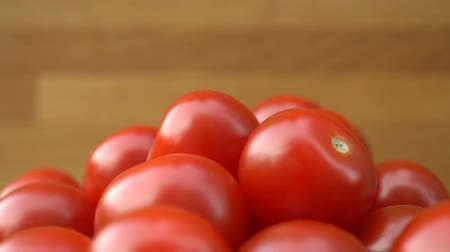 tomate cereja : red cherry tomatoes rotating on a plate.