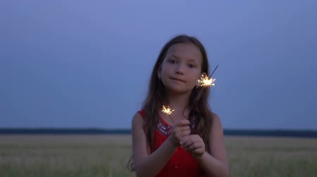 dobranoc : Portrait of a girl with sparklers in their hands at evening. Wideo