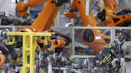 üretim : robotic arm industrial production product assembly Stok Video