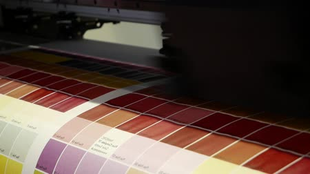 impressão digital : The print plotter prints the spectrum of colors on a large area. Stock Footage