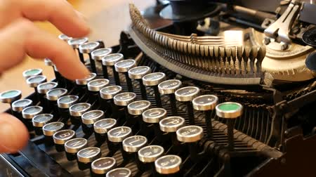 journalistiek : Tracking Typing - Retro typwriter voor schrijvers en editors