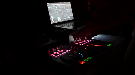 discoteca : Dj mixes the track in the nightclub at a party