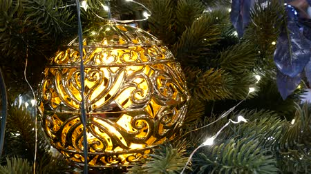 Christmas decorations on branch branches - tree branches with golden baubles Стоковые видеозаписи