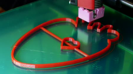 produkcja : Printing with Plastic Wire Filament on 3D Printer