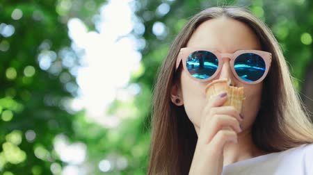 fagylalt : Closeup portrait Summer background. Young woman eating ice cream