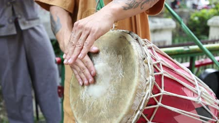 барабаны : A man hit the ancient drum with Thai northern Native bands.