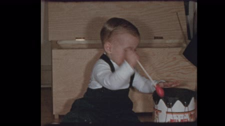 hafifletmek : 1953 Cute 50s baby boy plays with Drums and a series of antique toys Stok Video