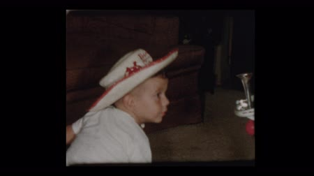 triciclo : 1955 Adorable niño con sombrero de vaquero Archivo de Video