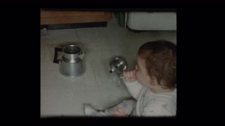 1960 Baby boy plays with antique coffee percolator Dostupné videozáznamy