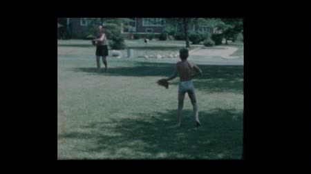 sportowiec : 1960 Father and son toss a baseball when antique car drives by